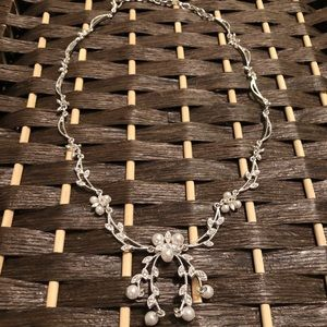 Formal sparkly necklace with pearls